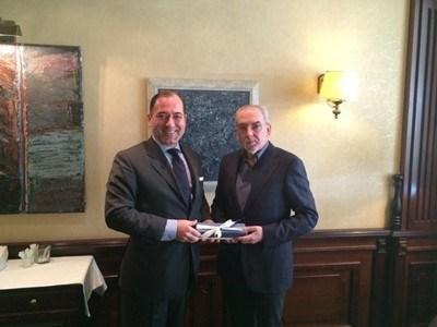 Турският посланик у нас Сюлейман Гьокче поздравява Местан за рождения му ден, който е днес, още на 22-и декември