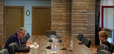 Министърът на регионалното развитие и благоустройството арх. Виолета Комитова с областния управител на Смолян Стефан Сабрутев СНИМКА: МРРБ