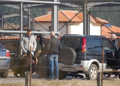 Операцията в Свиленград започна в ранния следобед в понеделник със задържането на Юлиян Узунов.  СНИМКА: НИКОЛАЙ ГРУДЕВ