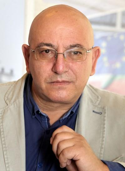 Емил Димитров: Докато съм на този пост, ще се грижа и за тези, които не протестират, и за тези, които ме наричат мутра