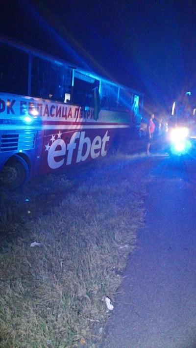 Автобусът с футболистите минути след инцидента