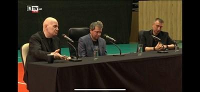 На срещата не бяха допуснати медии, а тя бе излъчвана от телевизията на Слави Трифонов. Там бяха и Тошко Йорданов, и Ивайло Вълчев.  КАДЪР: 7/8 ТВ
