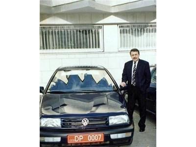 Като военен аташе номерът на колата му съвпадал с този на Джеймс Бонд. СНИМКИ: ЛИЧЕН АРХИВ