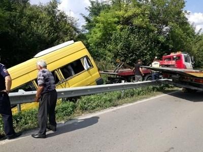 Заради катастрофата пътят бе затворен дълго време. СНИМКА: Дима Максимова