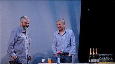 Теди Москов и Ириней Константинов вдигнаха наздравици за първата репетиция след края на извънредното положение. СНИМКА: ФЕЙСБУК