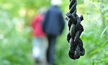 Двойно самоубийство: Съпрузи се обесиха заедно в карнобатско село
