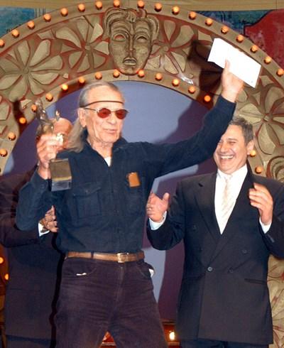 2004 г. Петър Слабаков получава  наградата за цялостно творчество.  СНИМКА: РУМЯНА ТОНЕВА