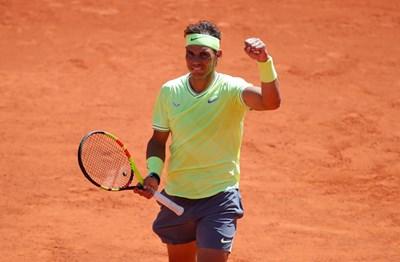 Рафаел Надал триумфира след победата над Роджър Федерер. СНИМКА: РОЙТЕРС