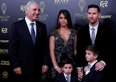 """Стоичков посрещна Меси и семейството му преди връчването на шестата """"Златна топка"""" на аржентинеца. Снимка РОЙТЕРС"""