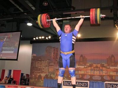 Величко Чолаков тласнал 228 кг в Охайо, където бил поканен от Арнолд Шварценегер и подобрил половинвековен рекорд на щата. СНИМКИ: АВТОРЪТ И АРХИВ