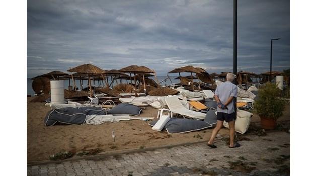 Халкидики не прилича на курорт - затворени заведения, туристи си светят с телефоните