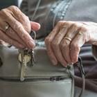 След 55 г. тормоз от мъжа си английска пенсионерка реши да го напусне.