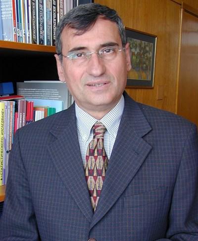 Проф. Богдан Богданов