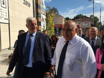 Здравко Димитров през целия път разказваше на Борисов какво е направено в Пловдив. СНИМКИ: Радко Паунов