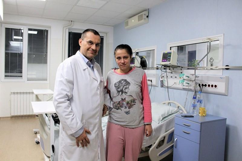 Доц. Добрин Василев със спасената жена
