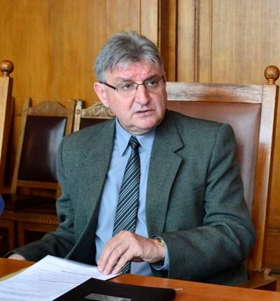 Зам.-кметът проф. Георги Камарашев