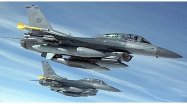 Руски изтребители прихванаха американски бомбардировачи над Черно море