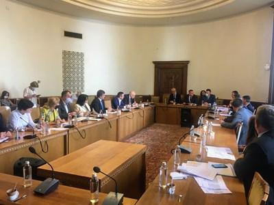 Министърът на енергетиката Теменужка Петкова на заседанието за връщане на парите от по-ниските цени на газа и парното със задна дата