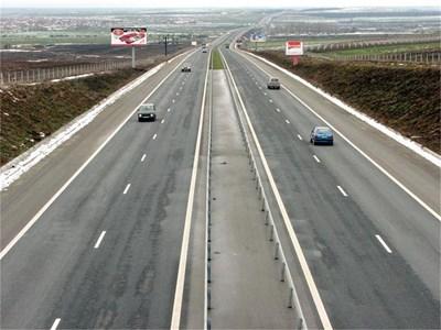"""В ремонта на 12-километровия участък от АМ """"Тракия"""" - между пътен възел """"Белозем"""" и п. в. """"Оризово"""", са предвидени всички необходими мерки за отводняване на платното. СНИМКА: 24 ЧАСА"""