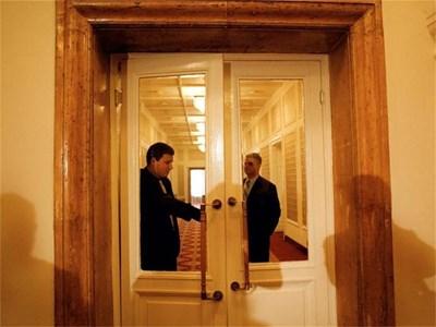 13 март 2002 година. Парламентът ратифицира договора с агентите на короната при закрити врати. СНИМКА: НИКОЛАЙ ЛИТОВ