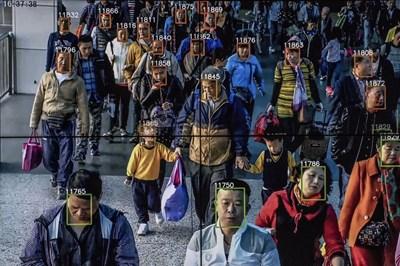 Алгоритми за разпознаване на лица сравняват лицата от кадри от охранителни камери със снимки в националната база данни за лични документи. СНИМКА: РОЙТЕРС