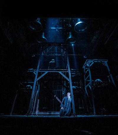 Сцени от спектъкала, който е едно от най-големите технически изпитания за Народния театър. СНИМКА: Стефан Н. Щерев