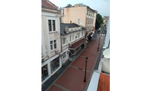 Дъжд и гръмотевици в Пловдив, улиците опустяха