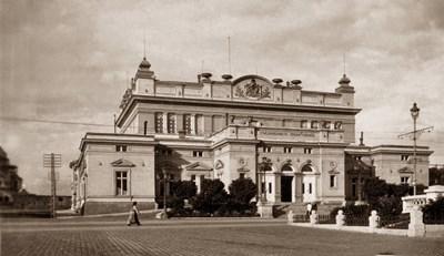 На мястото на Народното събрание е имало цигански колиби, пише Иван Вазов.
