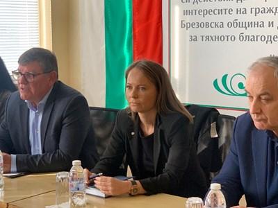 Областната управителка Дани Каназирева отиде в Брезово, за да търси решение на проблема с безводието в с. Пъдарско.