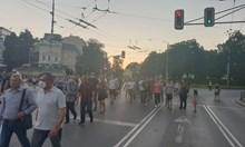 Вече е блокиран Орлов мост (Снимки)