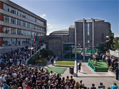 Варненският свободен университет единствен от България участва в срещата за бизнеса и науката в Амстердам.
