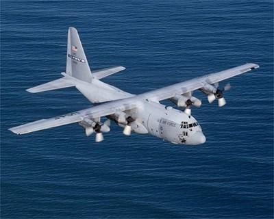 Американски С-130 в полет.