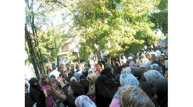 Най-голямата заплаха за България според разузнаването: Ислямизирането на циганите