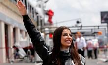 Саудитка яхна болид във Ф1 в деня, в който падна забраната жени да шофират