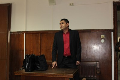 Лазар Влайков очаква решението на съда в Пазарджик.