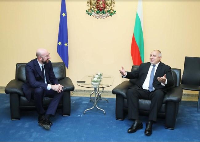 Шарл Мишел и Бойко Борисов разговаряха преди полета на европейския президент. Снимки: МС