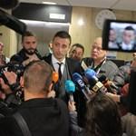 Димитър Бербатов говори дълго пред журналистите след гласуването на конгреса на БФС. СНИМКА: РУМЯНА ТОНЕВА