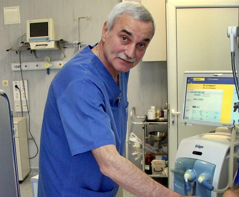 След сложната операция детето се чувства добре, казва доц. Евгений Мошеков от клиниката по детска хирургия