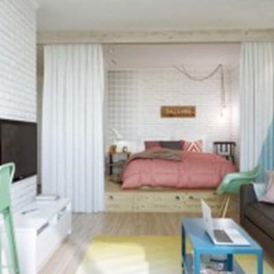 Спалнята е на платформа и може да бъде скрита зад завеси