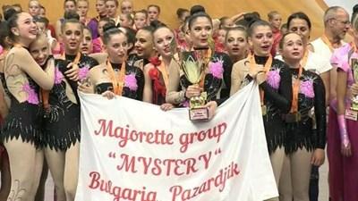 """Мажоретен състав """" Мистерия"""" - Пазарджик завоюва световната титла по мажоретен спорт в Прага. СНИМКА: Емилия Спасова"""