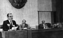 """Зад кулисите на 10 ноември 1989 г. Преди да се обяви, че Тодор Живков отива на """"заслужен отдих"""", той обядва злоядо и ляга да подремне около час"""
