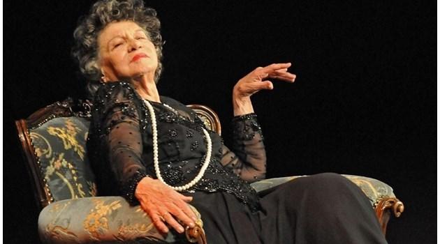"""Режисьорът на """"Г-жа Стихийно бедствие"""": Тя лежи в болницата, обажда ми се и казва: Довечера идвам и играя!"""