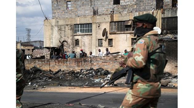 Българка в Южна Африка: Бунтовете спряха! Полицаи търсят в гетата откраднатото  в щурма