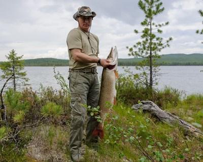 Путин на риболов за щука в Сибир