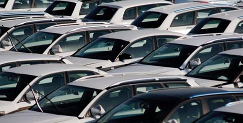 Продажбите на нови леки коли в Европа се сринаха на ниво от 1995-а, в България с 20,7%