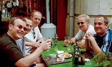 """""""Тематични вечери"""" с алкохол отвличат вниманието на англичаните по морето от Брекзита"""