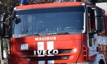 Пламна жилищен блок в Бургас, два екипа огнеборци пътуват към мястото