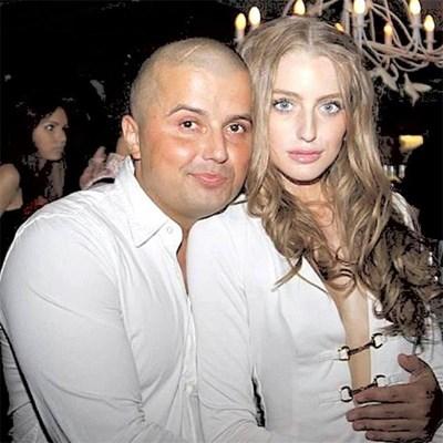 Ваньо Минков с приятелката си Атина, която го защитава по фейсбук.