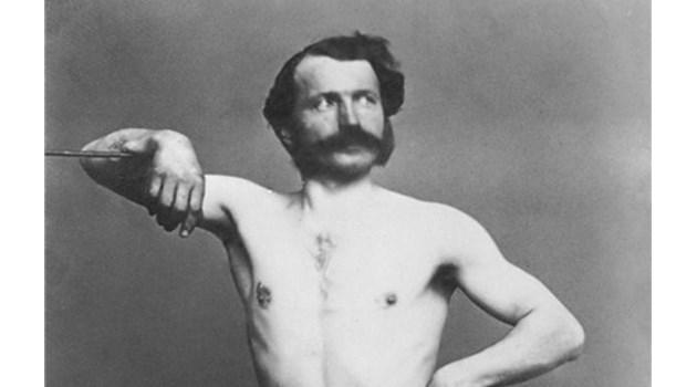 Български депутат сниман гол в Париж