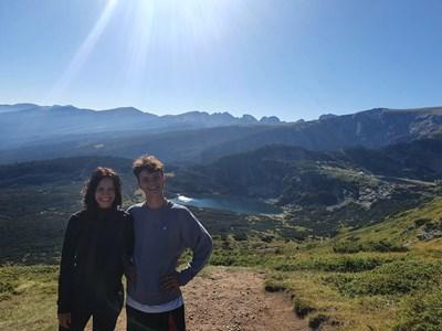 Яна със сина си Никола по време на разходка до Седемте рилски езера СНИМКИ: ЛИЧЕН АРХИВ